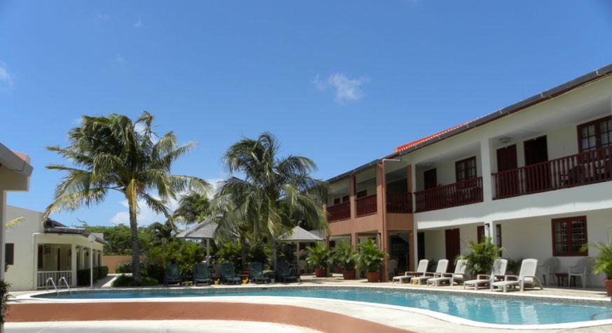 Pool 3 8aug14 Aruba Quality Apartments